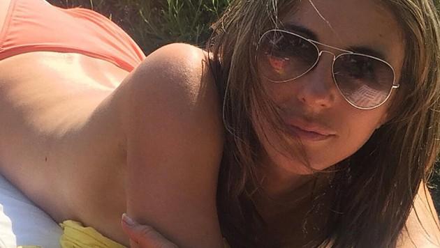 Liz Hurley postete diesen sexy Oben-ohne-Schnappschuss. (Bild: instagram.com/elizabethhurley1)