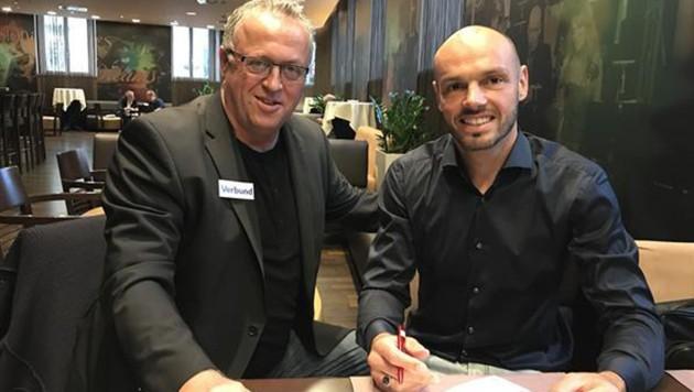 Heiko Westermann (re.) mit Austria-Sportdirektor Franz Wohlfahrt (Bild: twitter.com)