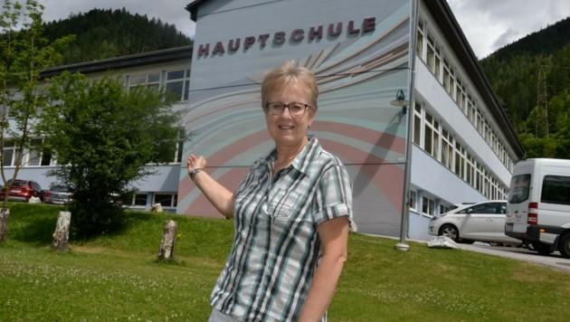 Direktorin Schutting unterrichtet auch noch selbst in der Neuen Mittelschule in St. Katharein (Bild: Heinz Weeber)