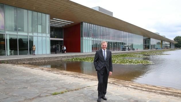 LH Thomas Stelzer auf Erkundungsmission im High Tech Campus Eindhoven, wo die Seerosen blühen. (Bild: Foto Land OÖ/Kraml)