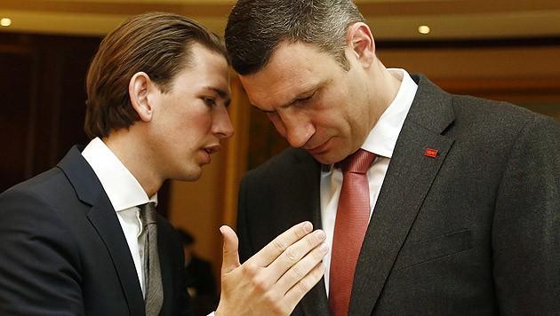 Außenminister Kurz bei einem Arbeitsbesuch bei Klitschko (Bild: APA/DRAGAN TATIC)