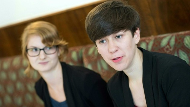 OÖ-Landessprecherin Teresa Griesebner (li.) und Junge-Grüne-Bundessprecherin Flora Petrik (re.) (Bild: APA/EXPA/MICHAEL GRUBER)