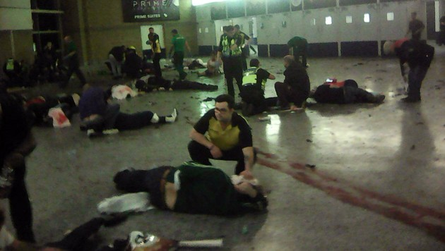 Schreckliche Szene aus dem Inneren der Konzerthalle kurz nach dem Bombenanschlag (Bild: AP)