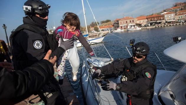 Frontex-Beamte im Einsatz (Bild: AP)