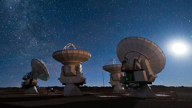 Der Teleskopverbund ALMA in den chilenischen Anden (Bild: ESO/Jose Francisco Salgado)