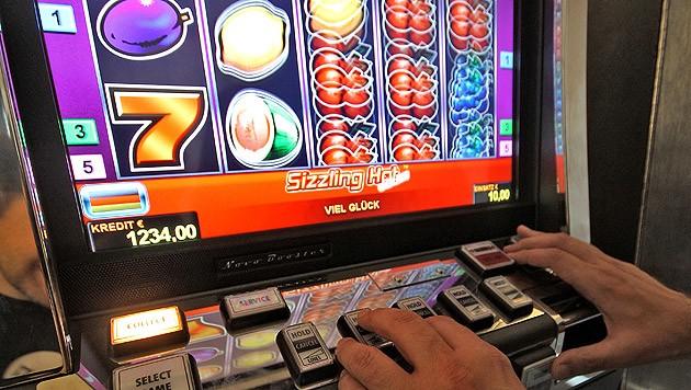 Eine Gesetzesänderung hätte eine bundesweite Lizenz für das - länderweise verbotene - kleine Glücksspiel schaffen sollen. (Bild: APA/GEORG HOCHMUTH (Symbolbild))