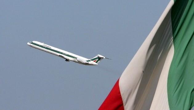 Hohe Kosten, Billigflieger und Schnellzüge setzen der italienischen Airline zu. (Bild: EPA)