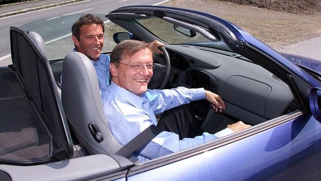 Jörg Haider und Wolfgang Schüssel im offenen Porsche am 12. Juni 2000 (Bild: APA/Gert Eggenberger)