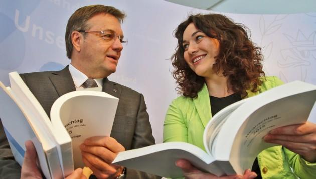 LH Günther Platter und seine grüne LHStv. Ingrid Felipe. (Bild: Christof Birbaumer/Kronenzeitung)