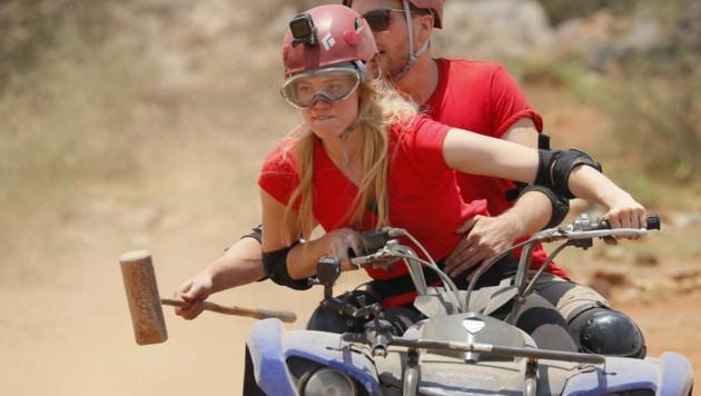 Larissa beim Quad-Bike-Polo bei 42 Grad Celsius (Bild: ProSieben/Richard Hübner)