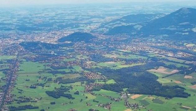 Die grüne Weltlandschaft (Blick vom Untersberg) soll nicht weiter zersiedelt werden, so das Gesetz. (Bild: Melanie Hutter)