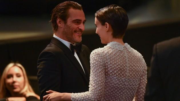 In Cannes zeigten sich Joaquin Phoenix und Rooney Mara verliebt. (Bild: AFP)