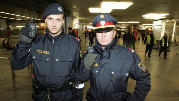 Die Polizei in Wien verwendet bereits den Digitalfunk (Bild: Kronen Zeitung)