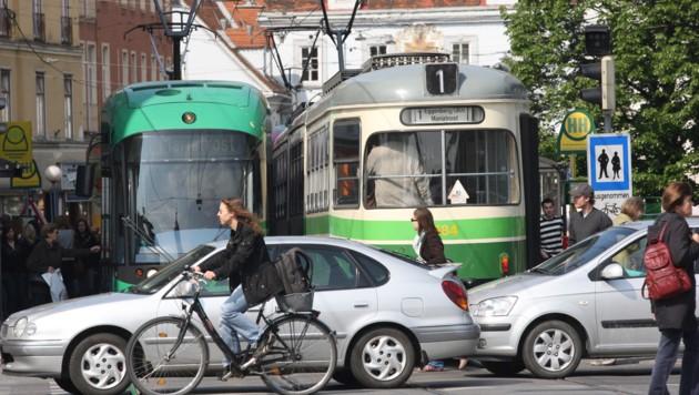 Öffis, Pkw, Rad, Fußgänger â013 Graz liegt schlecht! (Bild: KRONEN ZEITUNG)