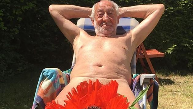 Dieter Hallervorden postet ein Foto von seinem nacktem Sonnenbad. (Bild: instagram.com/dieterhallervorden)