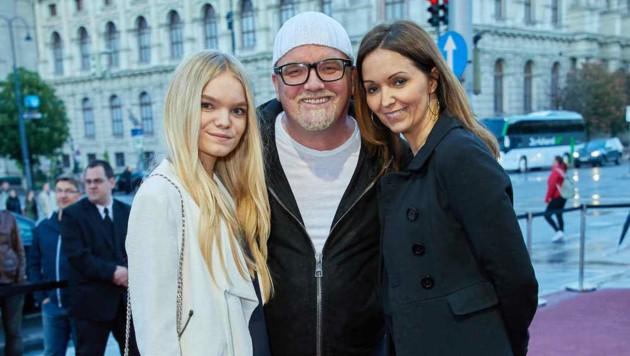 Er ist dann mal weg: Ötzi mit Tochter Lisa-Marie und Ehefrau Sonja (Bild: Starpix/ Alexander TUMA)