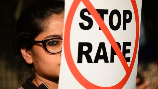Immer wieder gehen Menschen auf die Straße, um sich mit Vergewaltigungsopfern zu solidarisieren. (Bild: AFP (Symbolbild))
