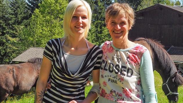 Maria Brandstätter mit ihrer Mutter Margret (Bild: Hubert Berger)
