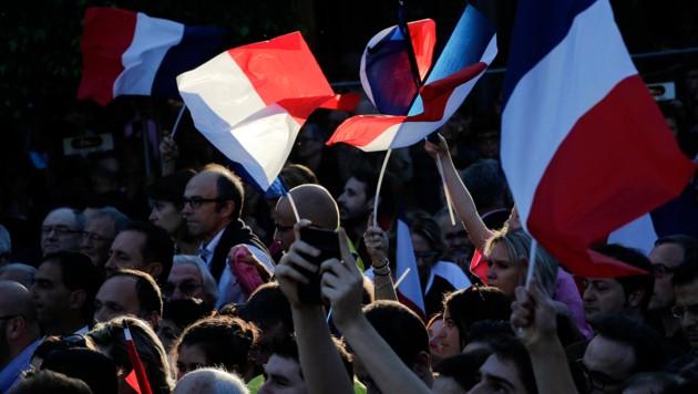 Unterstützer Macrons bei einer Wahlkampfveranstaltung in Albi in Südfrankreich (Bild: ASSOCIATED PRESS)