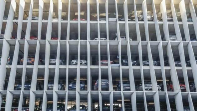 Es wäre so einfach: Drei Parkhäuser wie im Spital für insgesamt 6.000 Autos am Stadtrand (Bild: Markus Tschepp)