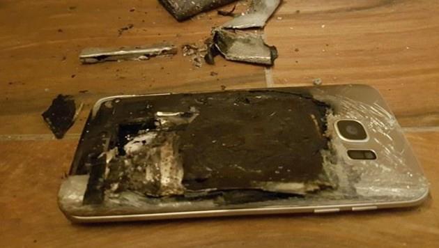Das Samsung-Smartphone ging laut Aussage von Denise S. spätnachts in Flammen auf.