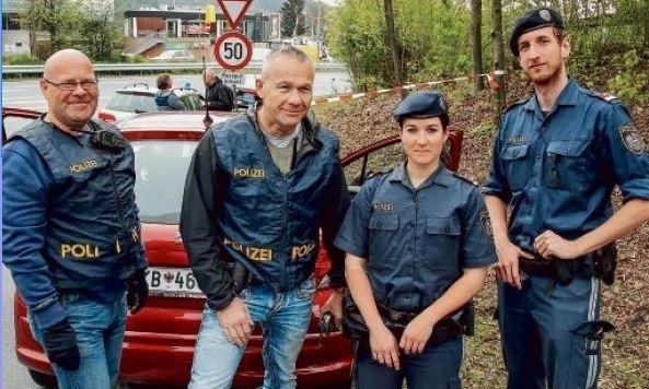 Stellten den Täter: Vockner, Ottenbacher (AGM), Leitenbacher und Reinbacher (PI Lehen). (Bild: Markus Tschepp)