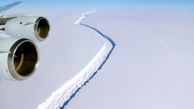 Der 180 Kilometer lange Riss im Larsen-C-Schelfeis (Bild: NASA/John Sonntag)