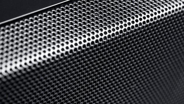 Das Gitter, das die Soundbar-Töner schützt, macht einen soliden und wertigen Eindruck. (Bild: Teufel)