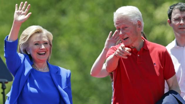 Hillary und Bill Clinton (Bild: AP)