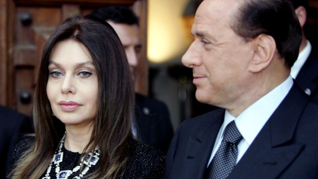 Veronica Lario und Silvio Berlusconi 2004 in Rom (Bild: AFP/Vicenzo Pinto)