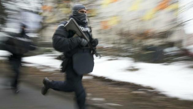 Anti-Terror-Einsatz in Graz (Bild: APA/ELMAR GUBISCH)