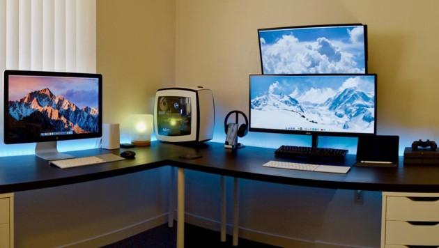 """Nicht nur Gamer, sondern auch Forscher - hier ist es ein Physiker - bauen """"Battle Stations"""". (Bild: reddit.com/r/battlestations)"""