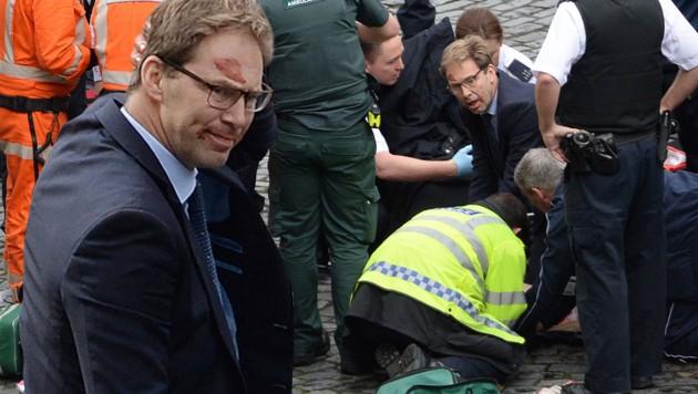 Vizeaußenminister Tobias Ellwood hatte vergeblich versucht, den Polizisten wiederzubeleben. (Bild: AP)