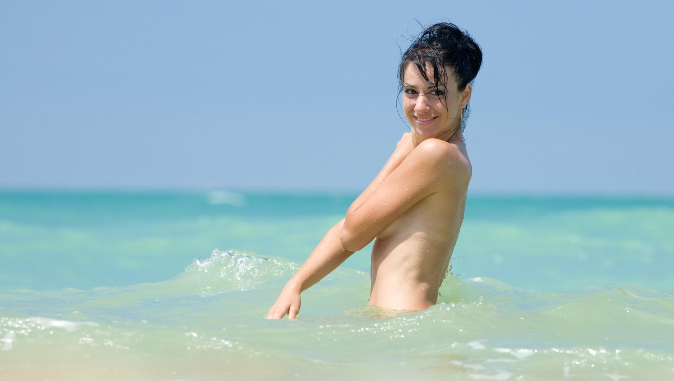 Nackt-schwimmen