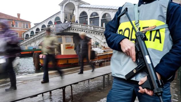Die über den Canal Grande verlaufende Rialtobrücke ist eines der bekanntesten Bauwerke Venedigs. (Bild: AFP)