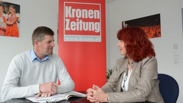 Anita Stangl im Gespräch mit Claus Meinert über die politische Situation in Innsbruck. (Bild: FISCHER ANDREAS)