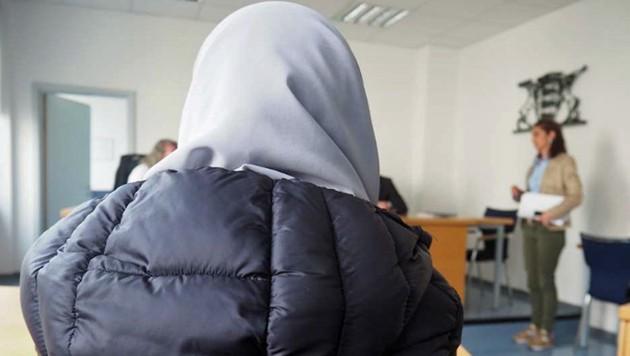 Eine muslimische Pflegekraft hat gegen ihre Kündigung geklagt - ohne Erfolg. (Bild: dpa (Symbolbild))