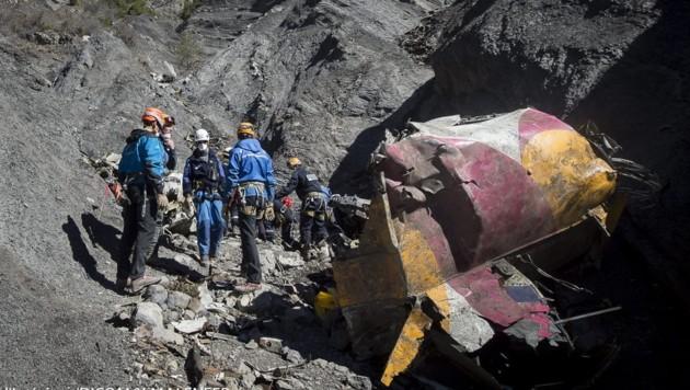 Am 24. März 2015 zerschellte das Germanwings-Flugzeug vom Typ Airbus A320-211 auf dem Gebiet der Gemeinde Prads-Haute-Bleone im südfranzösischen Departement Alpes-de-Haute-Provence. Alle 150 Insassen kamen dabei ums Leben. (Bild: APA/EPA/YVES MALENFER/DICOM/MINISTERE INTERIEUR/HO)