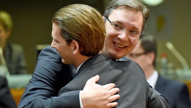 Herzliche Beziehungen zum Westbalkan: Kurz und der serbische Premier Aleksandar Vucic (Bild: EMMANUEL DUNAND/AFP)