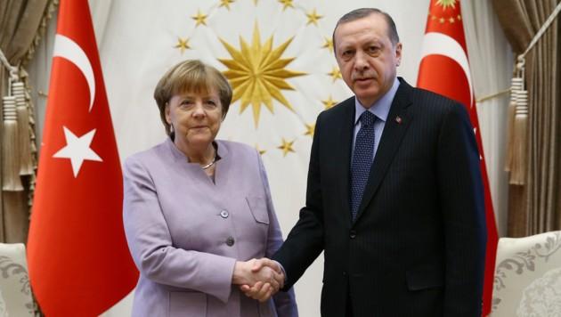 Merkel lobt Erdogan für die Aufnahme von Flüchtlingen (Bild: ASSOCIATED PRESS)