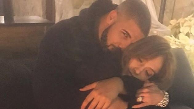 Hier kuschelt J.Lo noch mit Sänger Drake