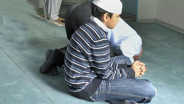 """Die Schulleitung hat muslimischen Schülern """"provozierendes Beten"""" verboten. (Bild: dpa (Symbolbild))"""