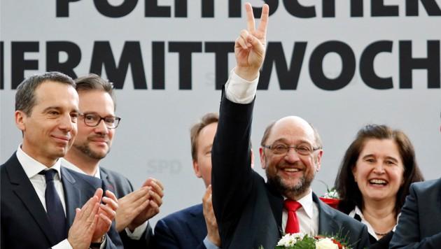 Ein siegessicherer Schulz im Kreis seiner Parteifreunde (Bild: UWE LEIN/AFP)