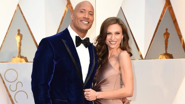 "Dwayne ""The Rock"" Johnson mit Lauren Hashian (Bild: Jordan Strauss/Invision/AP)"
