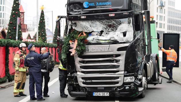 Mit diesem Lkw raste der Attentäter Anis Amri Weihnachten 2016 in einen Weihnachtsmarkt in Berlin und tötete zwölf Menschen- (Bild: APA/AFP/TOBIAS SCHWARZ)
