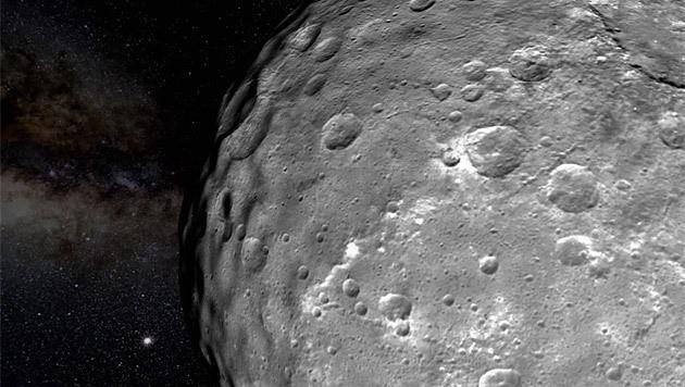 Die von Kratern übersäte Oberfläche von Ceres