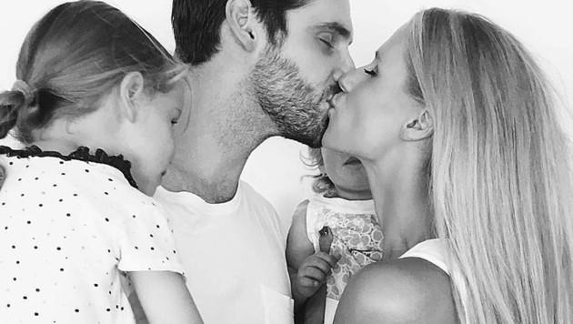 Michelle Hunziker und Tomaso Trussardi mit ihren beiden Töchtern (Bild: instagram.com/therealhunzigram)