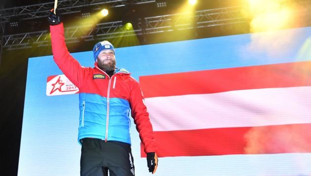 Österreichs Fahnenträger Daniel Mesotitsch (Bild: APA/BARBARA GINDL)