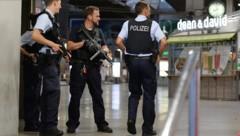 Die Münchner Polizei im Einsatz (Bild: APA/dpa/Andreas Gebert)
