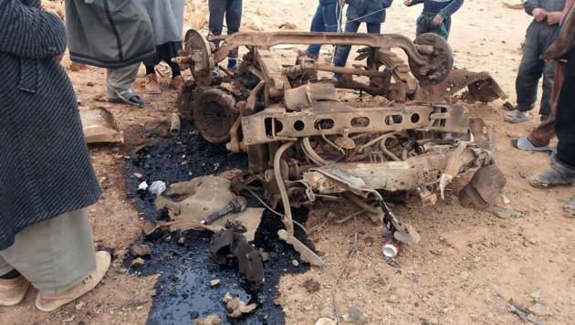 Viel blieb von dem Fahrzeug, in dem die Bombe verstaut gewesen war, nicht übrig. (Bild: AP)